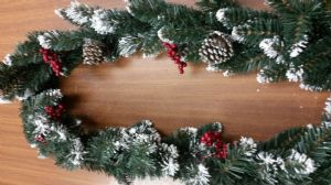 SNOW/BERRY/PINE GARLAND 2281